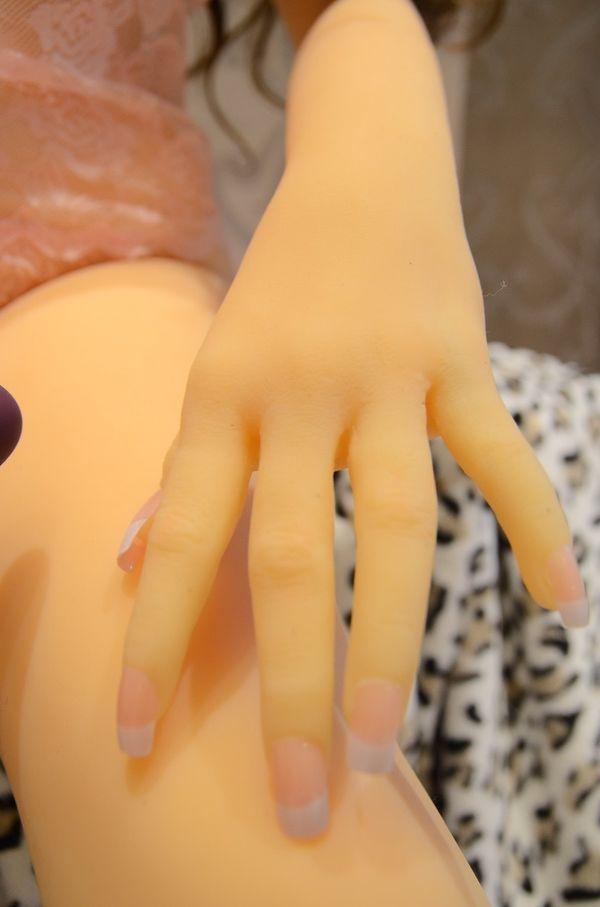 附圖4-真人比例全矽膠-關節可動仿真膚質135公分高 真人娃娃 - 搶先到港